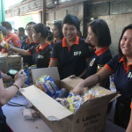 BFP prepares snacks for the firefighters. (3)