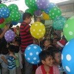 Kgd. Custodio showers Yakap Day Care pupils with Christmas presents. (1)