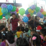 Kgd. Custodio showers Yakap Day Care pupils with Christmas presents. (2)