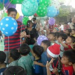 Kgd. Custodio showers Yakap Day Care pupils with Christmas presents. (3)