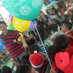 Kgd. Custodio showers Yakap Day Care pupils with Christmas presents. (4)