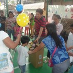 Kgd. Custodio showers Yakap Day Care pupils with Christmas presents. (6)