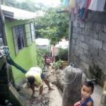 Bayanihan residents display 'bayanihan.' (3)
