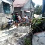 Bayanihan residents display 'bayanihan.' (5)