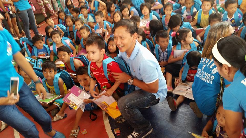 """Gamit Mo, Sagot Namin"" makes Cluster 3 Children Laugh (1)"