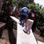Taniman Residents construct Bridge (1)