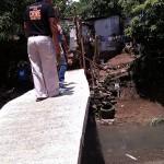 Taniman Residents construct Bridge (2)